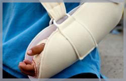 Image of a hand in a cast to symbolize our involvement with personal injury law.